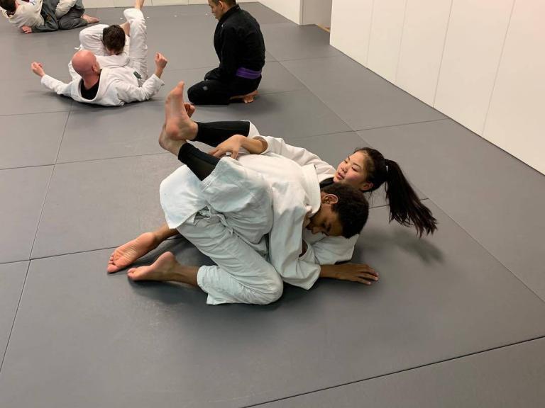 Females Training Jiu Jitsu